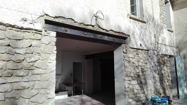 Travaux en cours sur ouverture dans une façade
